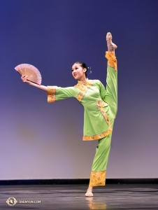 Anna Huang's fan dance <em>Autumn Breeze</em>.