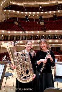 La suonatrice di tuba GeneveiveBlesch e l'oboista Leen de Blauwe sono pronte per il concerto finale
