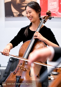 La violoncellista Yu-chien Yuan è rilassata in attesa del concerto