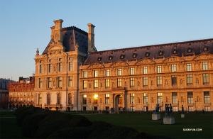 Закат в Париже. Прощай, Лувр! (Автор фото: Кэсинь Ли)