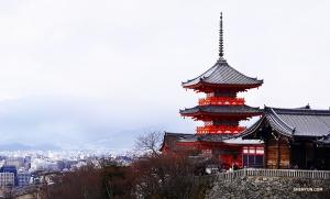 Вид на Киёмидзу-дэра. (Автор фото: танцовщица Цзюнь Лян)