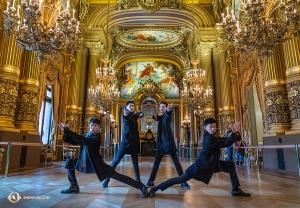 Наши охранники дворца династии Мин всегда готовы встать на защиту. На этот раз они защищают дворец Гарнье в Париже, Франция. (Автор фот: Эндрю Фун)