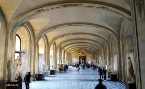 Коллекция музея, открытого в 1793 году, сегодня насчитывает более 380 000 экспонатов и 35 000 произведений искусства. (Автор фото: Кэсинь Ли)