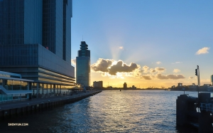 The sun sets on Rotterdam. (Photo by Jia-en Lim)