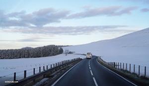 神韻國際藝術團頂著風雪踏上了蘇格蘭的巡迴之旅!(攝影:打擊樂手余穎心)