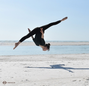 Dancer Emily Pan doing a front aerial (qian-ting). (Photo by dancer Zoe Jin)