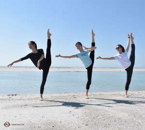 The more the merrier! Enjoying the beach together are (from left) dancers Emily Pan, Jiayuan Yang, and Zoe Jin. (Photo by Kaitlyn Chen)