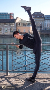 In order for a dancer to kick over 180 degrees, he must stretch way beyond that offstage, as Joe Chang does here. (Photo by Monty Mou)