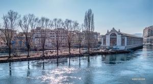 Budynek Batiment des Forces Motrices przez ponad 100 lat pełnił funkcję elektrowni wodnej, a w roku 1997 został przekształcony w teatr. (Główny tancerz Monty Mou)
