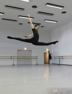 In the theater's practice space, dancer Peter Kruger warms up with a split jump. (Photo by Nick Zhao)