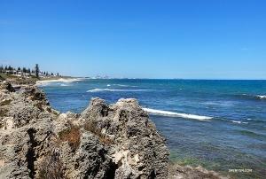 Widok na Ocean Indyjski z Perth, australijskiej linii brzegowej.