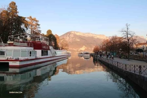 On the way from Montpellier to Geneva, the company stops in Annecy—a picturesque city in France. (Photo by erhu soloist Linda Wang)