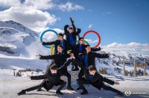 <p>캐나다 밴쿠버 투어의 끝자락, 휘슬러 산의 절경을 즐기는 션윈 순회예술단.</p>