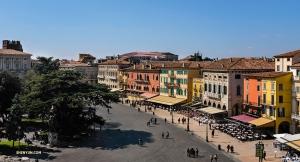 神韻紐約藝術團途徑意大利維羅納。這是從羅馬圓形劇場Arena di Verona頂上俯覽的景色。 (攝影:舞蹈演員Felix Sun)