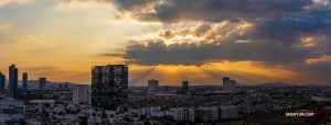 Zachwycająca panorama bardzo ludnego miasta