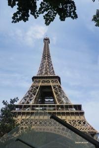 Tymczasem w Europie Shen Yun New York Company wystąpi w Paryżu, ostatnim mieście znajdującym sięna ich tegorocznej trasie. (pierwsza tancerka Angelia Wang)