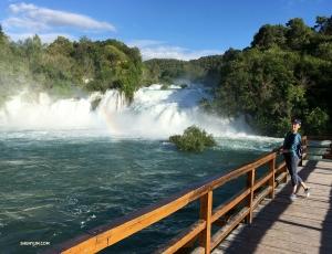 クルカ国立公園の壮麗な滝も訪問。(虹が見えますか?)
