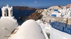 プロジェクター映写技師、アニー・リーは、バックパッカーとして、ギリシャとエーゲ海のサントリーニ島を訪問。