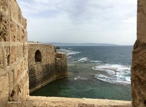司会者のリーシャイ・レミッシュは故郷イスラエルへ。アッコ市を訪れる。この護岸堤は、1799年、ナポレオン軍の攻撃から市を守った。ナポレオンの東方制覇に打撃を与えた重要な出来事だった。
