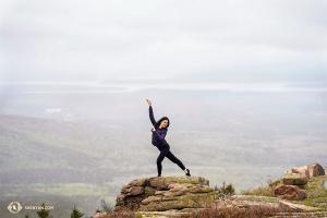 米メイン州のアーカディア国立公園を訪れたダンサーのリリー・ワン。