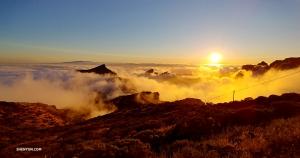 テノ山地(マシソ・デ・テノ)をよじ登ると、ご褒美のように美しい日没を見せてもらった。