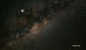 「夜の塩湖はさらに魅力的。天の川の広がりが見えるのです」とティファニー・ユ。