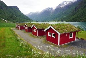 ノルウェーのブリクスダール氷河に向かう途中にあったホリデーキャビン。(撮影:李可欣)