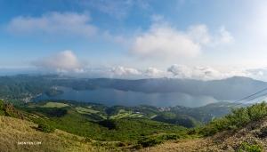 Widok z góry Komagatake wynagradza wysiłek włożony w wyjście na szczyt (William Li)