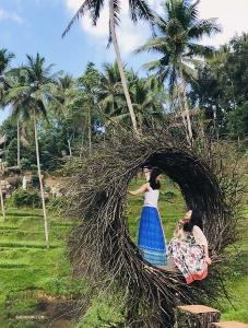 Ashley Wei (po lewej) i Diana Teng odnalazły zaciszne miejsce na odpoczynek po skoku adrenaliny.