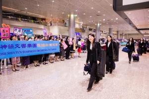 A Orquestra Sinfônica do Shen Yun chega ao Aeroporto Internacional de Taoyuan, em Taiwan.
