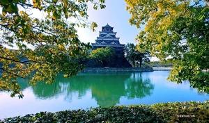 Een kijkje in de klassieke architectuur van Hiroshima Castle, oorspronkelijk gebouwd in de jaren 1590. (Foto door Jevgeniy Reznik)