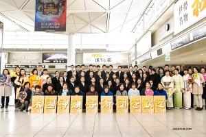 Shen Yun is in Japan aangekomen. Kijk wat de leden van Shen Yun New York Company hebben gedaan voorafgaand aan de eerste voorstelling van het gezelschap in het Aichi Prefectural Art Theater, Nagoya.