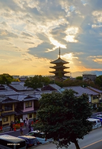 Yasaka Pagoda at dusk.