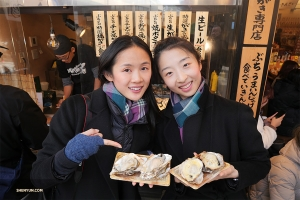 Principal Dancers Angelia Wang (left) and Melody Qin sample the local mussels.